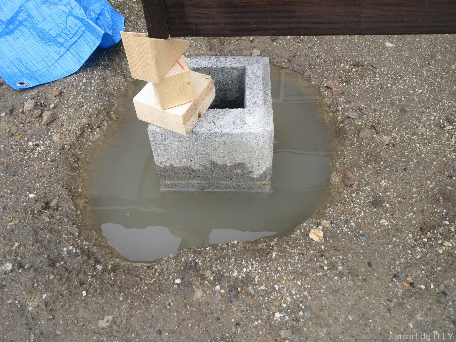 束石 水が貯まってしまった
